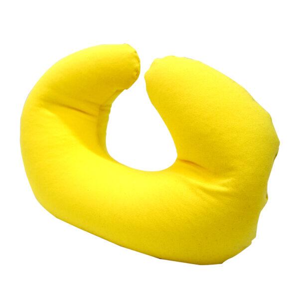 Cojín de cuello chico color amarilllo con micro perlas.